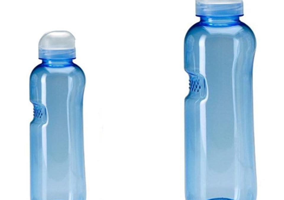 Le borracce tornano di moda e aiutano la causa dell'acqua.